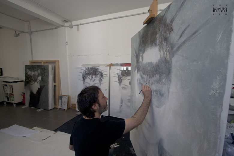 Romulo Royo finishing a goddesse